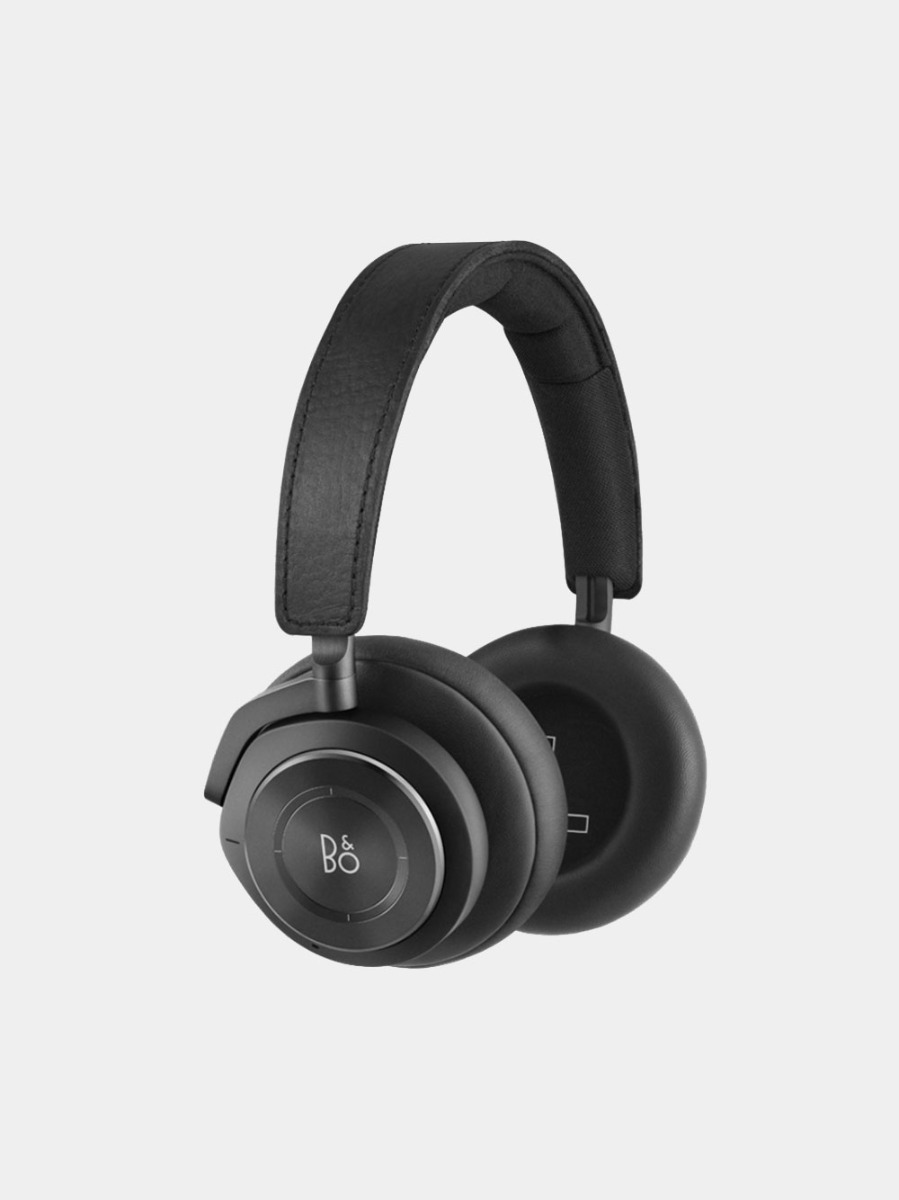 The Beoplay H9 over ear headphones are back! Matt black leather finish for comfort and amazing sound.